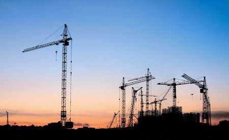 how do tower cranes work