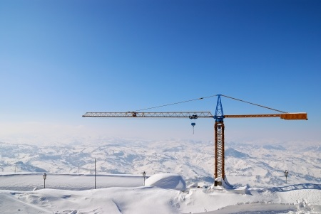 How Cold Weather Affects Crane Operations